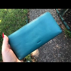 💚NWT Teal Green Fossil Wallet/Clutch💚